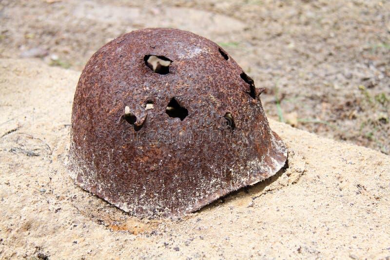 Capacete militar oxidado imagem de stock