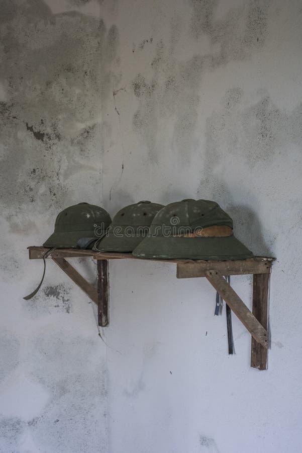 Capacetes de pimenta de soldado em Cannon Fort, em Cat Ba, Vietname fotografia de stock royalty free