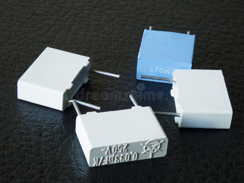 Capacitores eletrônicos imagens de stock