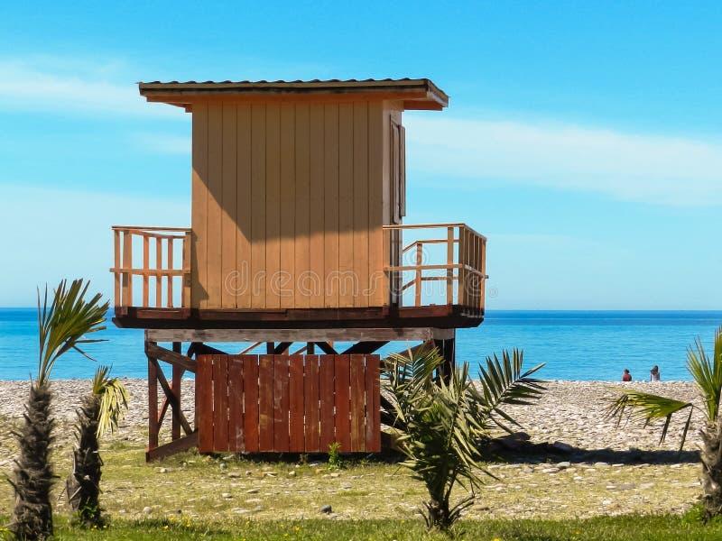 Capanna del bagnino sulla spiaggia fotografie stock