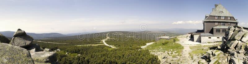 Capanna della montagna sulla parte superiore di Szrenica fotografia stock libera da diritti