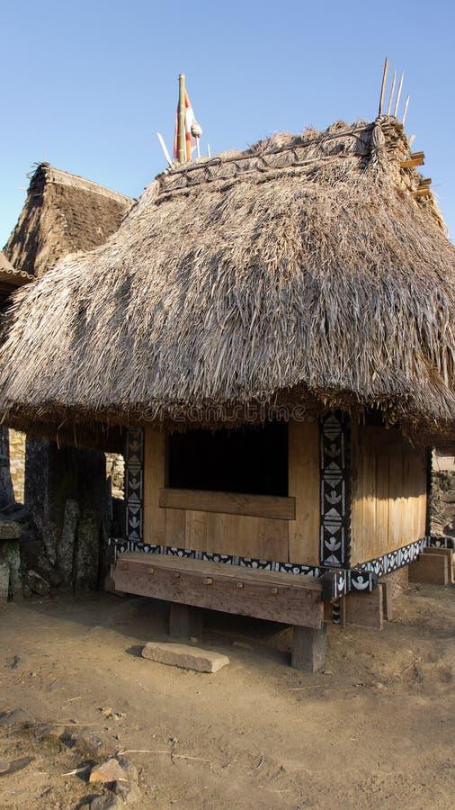 Capanna di Bena un villaggio tradizionale con le capanne dell'erba della gente di Ngada in Flores fotografia stock