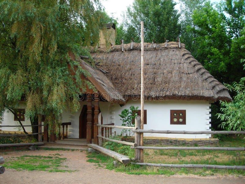 Capanna ucraina tradizionale Mazanka del cosacco immagine stock
