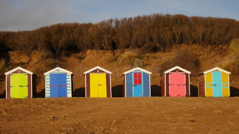 Capanne della spiaggia alle sabbie di Saunton fotografia stock libera da diritti