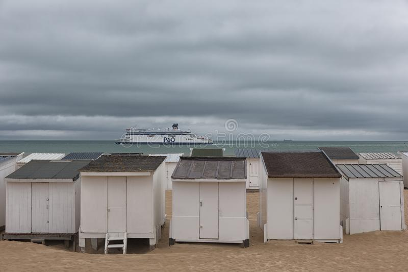 Capanne della spiaggia a Calais fotografie stock libere da diritti