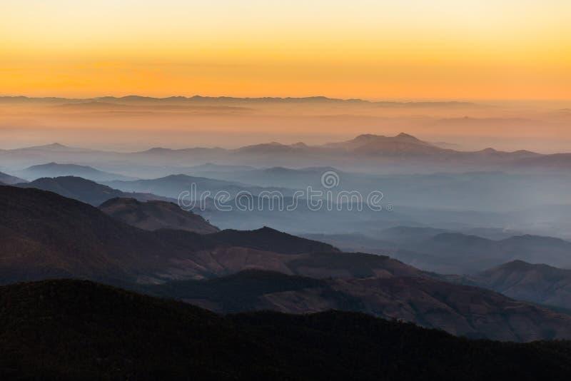Capas de montaña, montaña de Inthanon, Chiang Mai fotografía de archivo libre de regalías