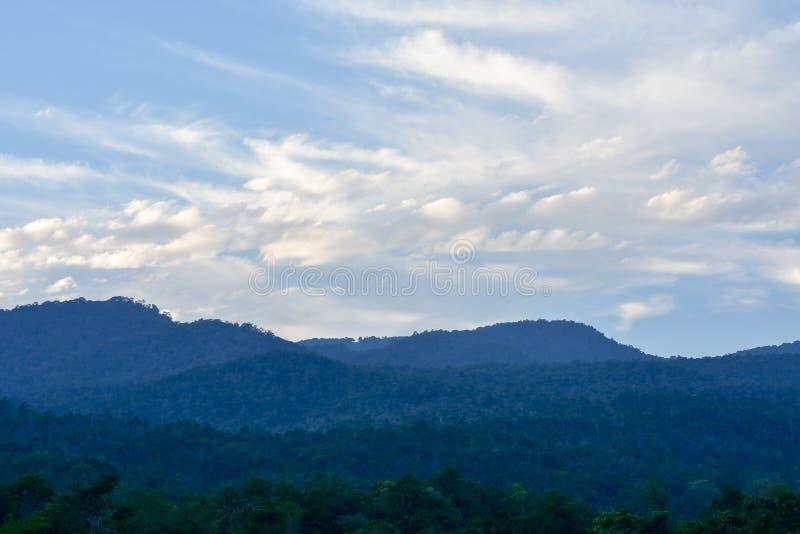 Capas de montañas fotos de archivo