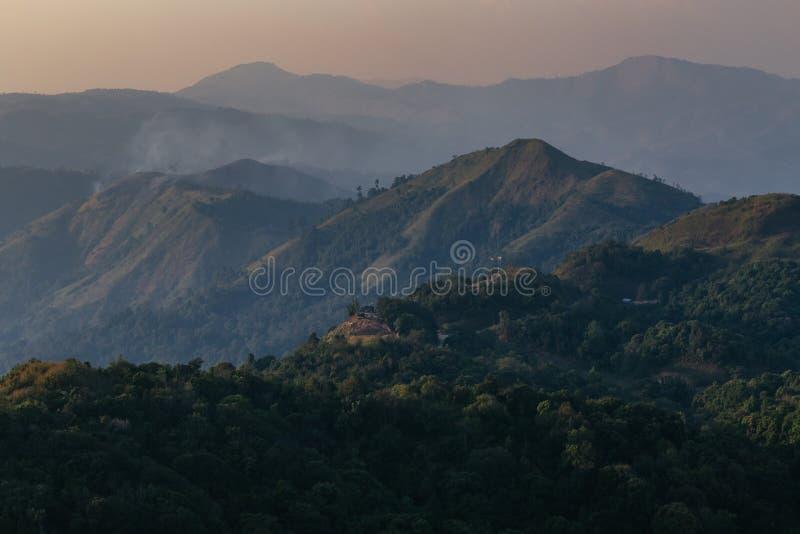 Capas de montañas y de colinas fotografía de archivo libre de regalías