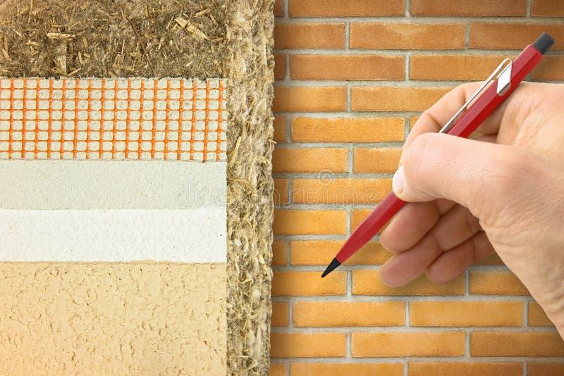 Capas del aislamiento térmico con el cáñamo para el rendimiento energético constructivo y reducir pérdidas termales contra una pa fotos de archivo libres de regalías