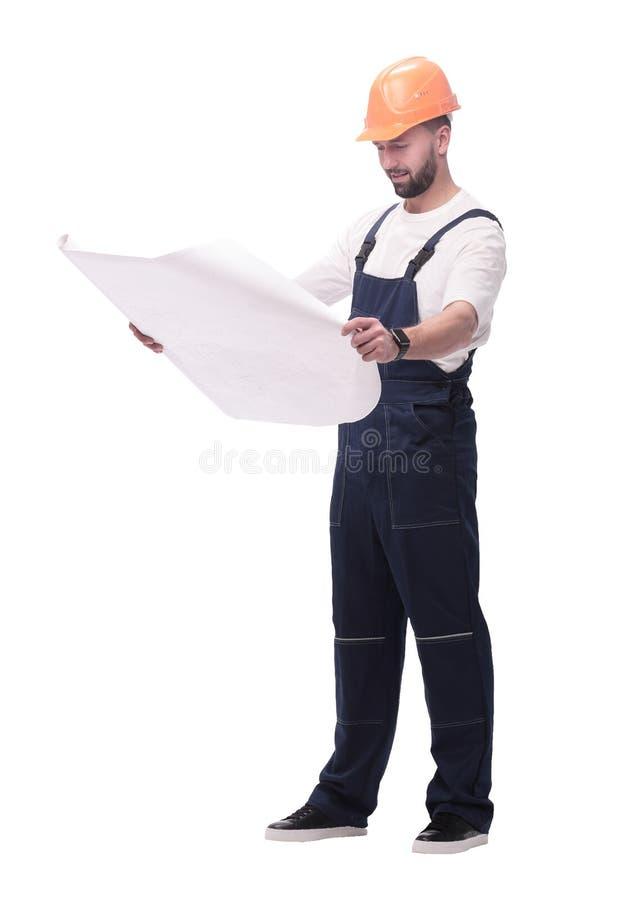 Capataz competente Builder que mira dibujos Aislado en blanco imagenes de archivo