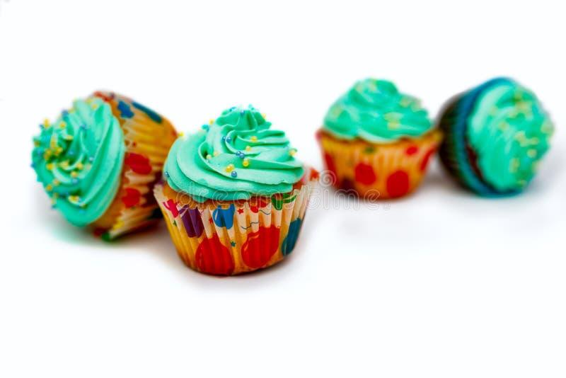 Capcake auf einem blauen Hintergrund, Kopienraum lizenzfreie stockbilder