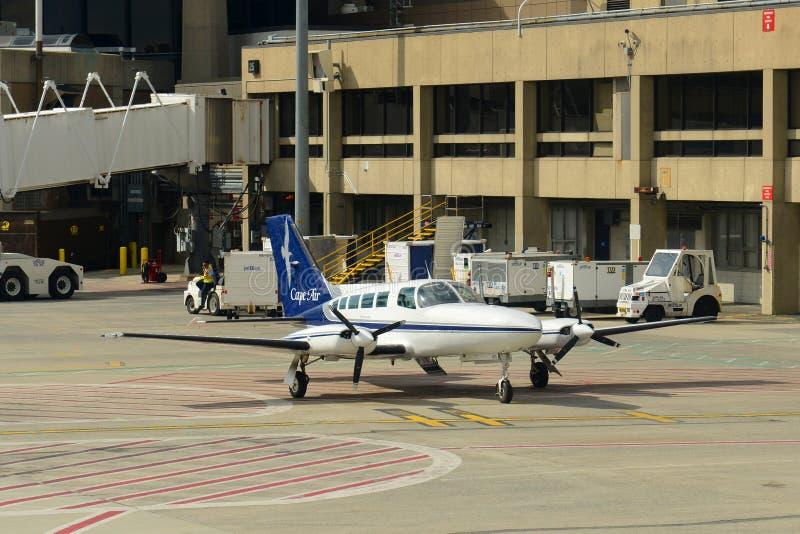 Cape Air Cessna 402 à l'aéroport de Boston photo libre de droits