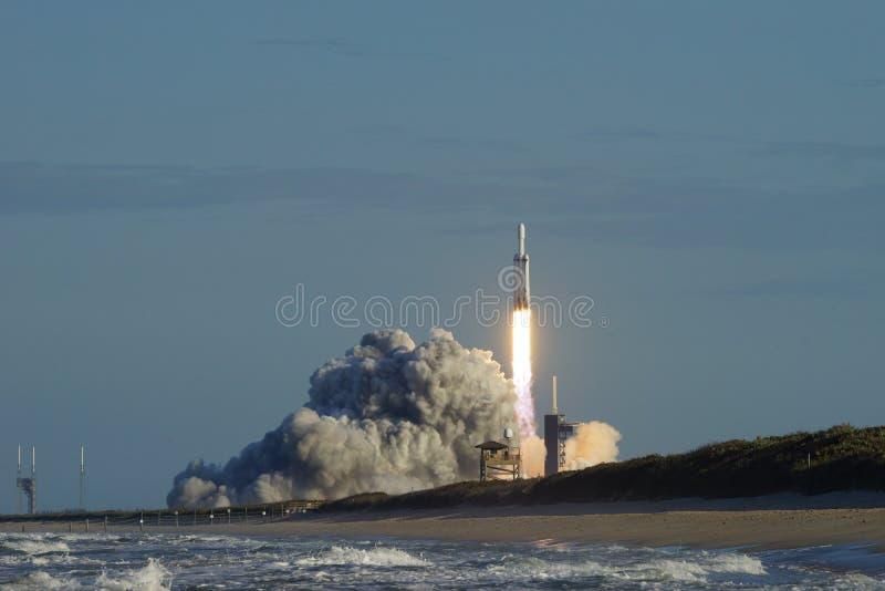 Cape Canaveral, Florida/USA - 11 de abril de 2019: Halcón del lanzamiento de Arabsat-6A pesado imágenes de archivo libres de regalías