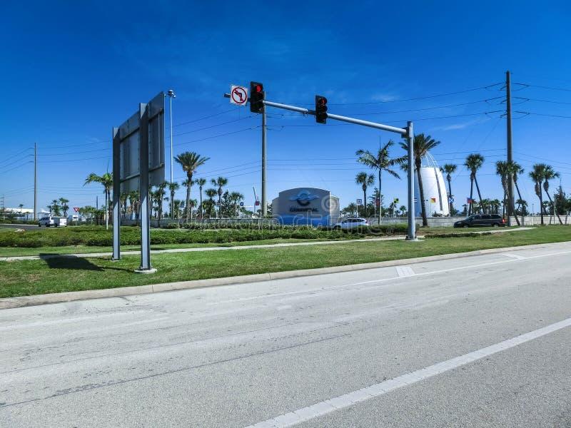 Cape Canaveral USA - April 29, 2018: Utforskningtornet lokaliseras på porten av Canaveral och särdraggyckelutställningar fotografering för bildbyråer