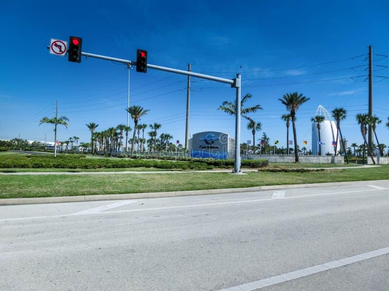 Cape Canaveral USA - April 29, 2018: Utforskningtornet lokaliseras på porten av Canaveral och särdraggyckelutställningar royaltyfri foto