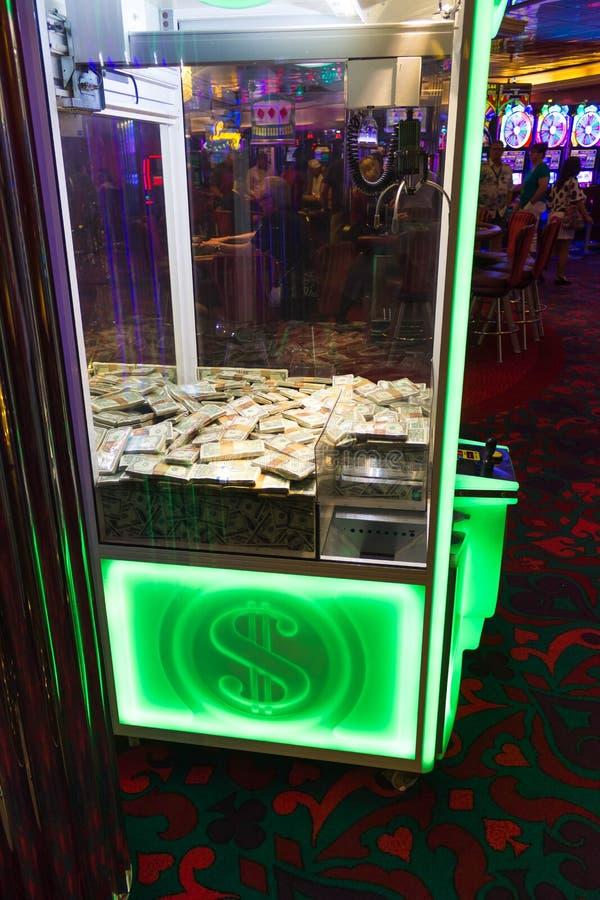 Cape Canaveral, USA - 2. Mai 2018: Spielautomaten im Kasino auf einem Kreuzschiff im karibischen Meer stockfotografie