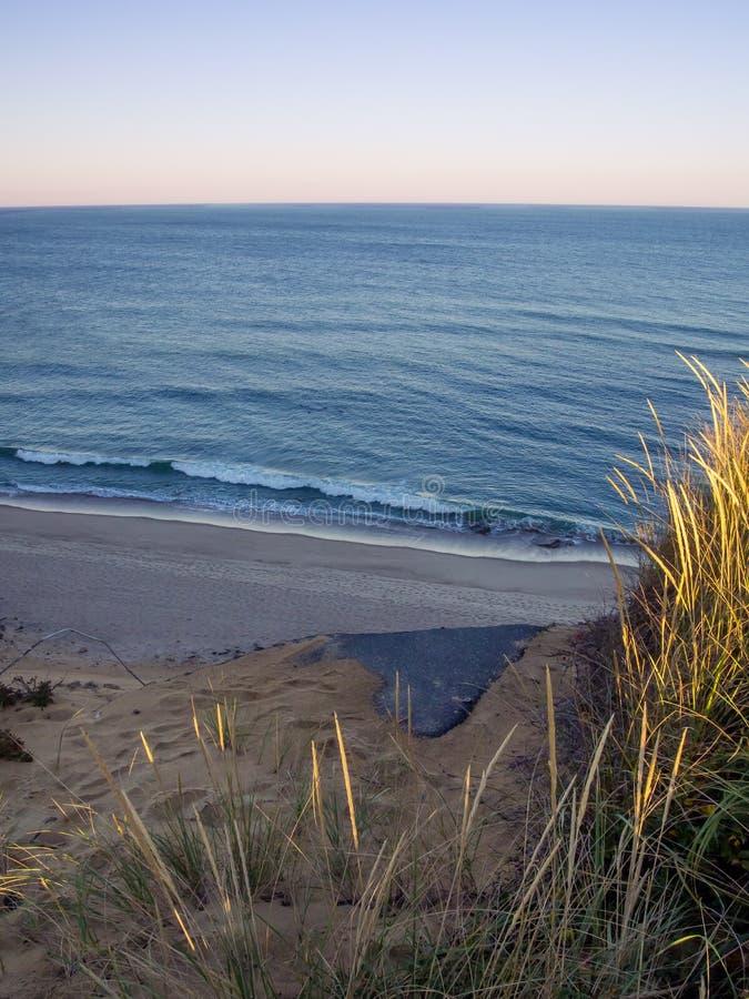 Cape Cod nationella kustklippor på Goldenhour royaltyfri foto
