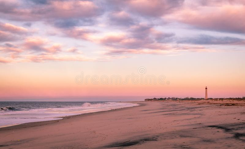 Cape May, NJ, faro su bella alba calmante su una mattina in anticipo della molla immagini stock
