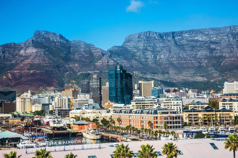 Cape Town contre le contexte de la montagne de Tableau photos stock
