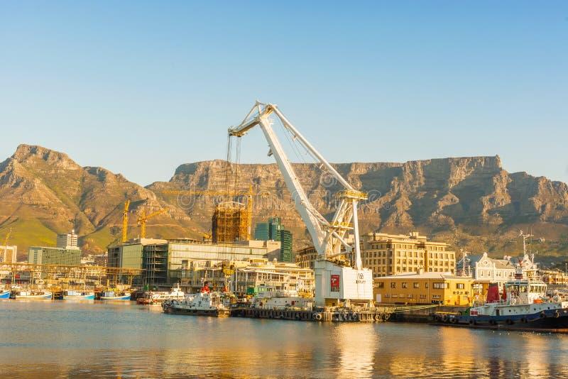 Cape Town du centre avec la montagne de Tableau photographie stock libre de droits