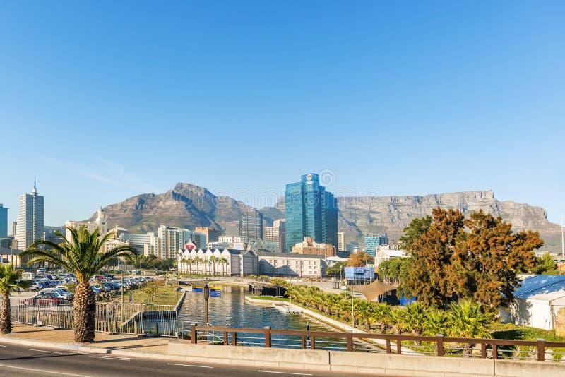 Cape Town du centre avec la montagne de Tableau image stock