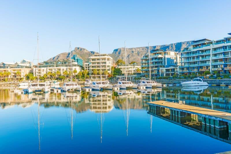 Cape Town du centre avec la montagne de Tableau photo stock