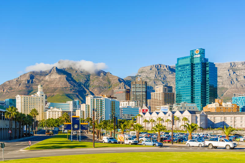 Cape Town du centre avec la montagne de Tableau images stock