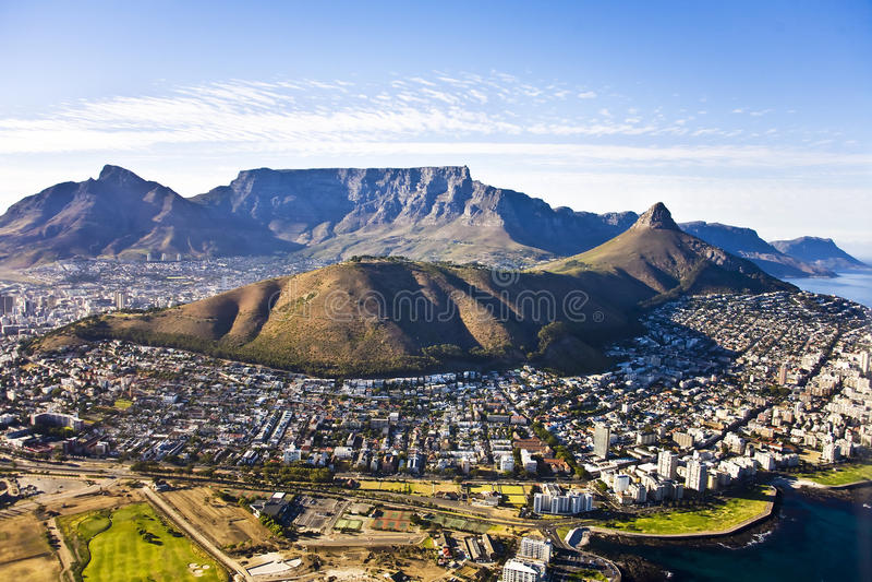 Cape Town ed antenna della montagna della Tabella fotografia stock libera da diritti