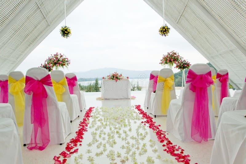 Capela branca do casamento. foto de stock royalty free