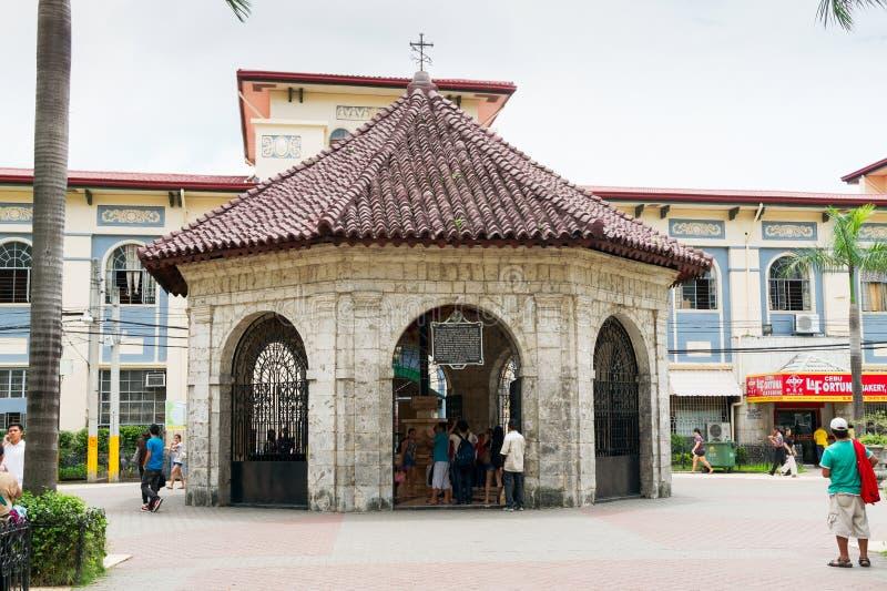 A capela com cruz do ` s de Magellan, cidade de Cebu, Filipinas foto de stock