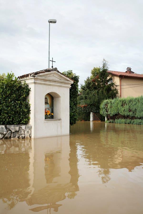 Capela cristã inundada fotos de stock