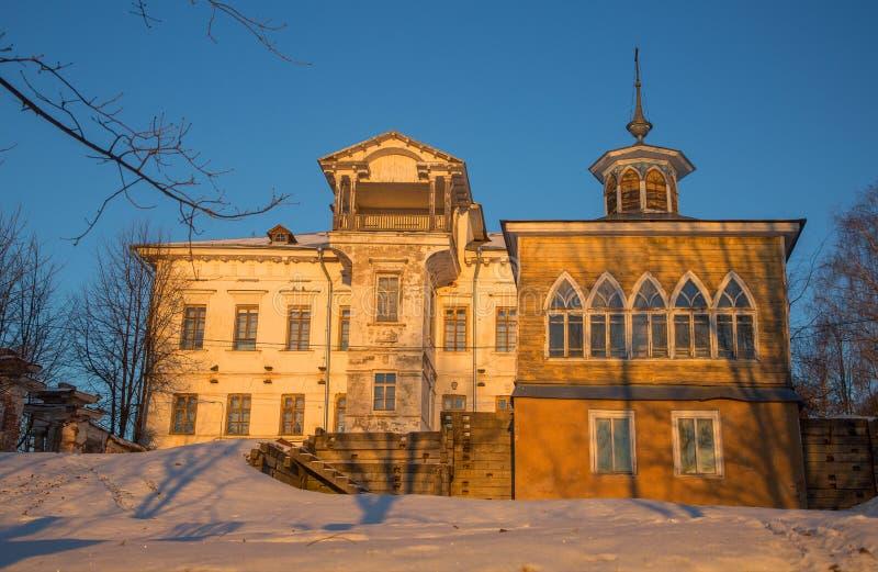 Capela da flora e do Lavra e a propriedade do Chistovs anterior em Myshkin da região de Yaroslavl imagens de stock