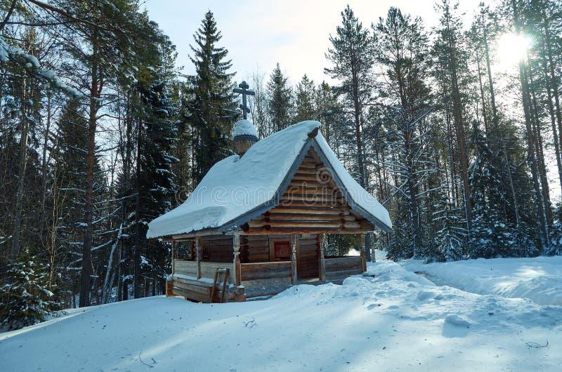 Capela de madeira tradicional do russo fotografia de stock
