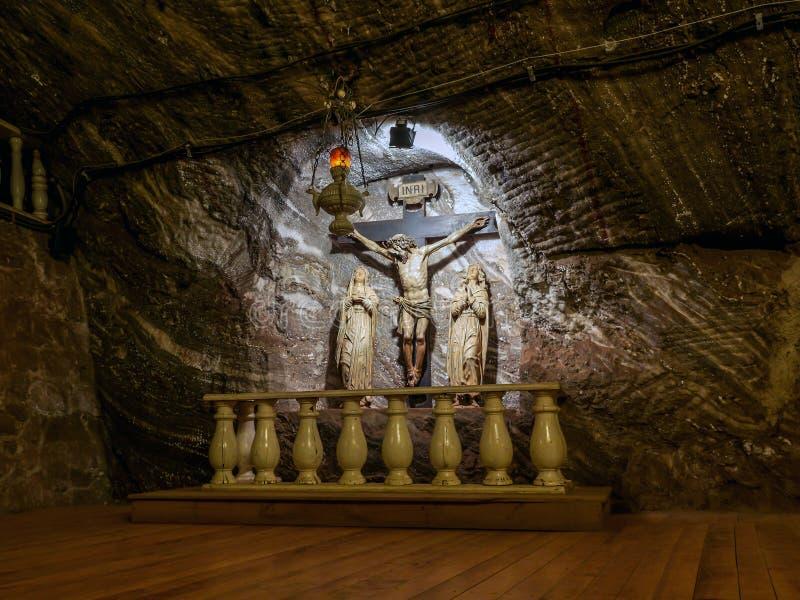 Capela do crucifixo na mina de sal histórica foto de stock royalty free
