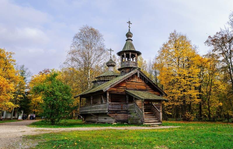 Capela do século XVIII da vila Kashira do distrito Malovishersky fotos de stock royalty free