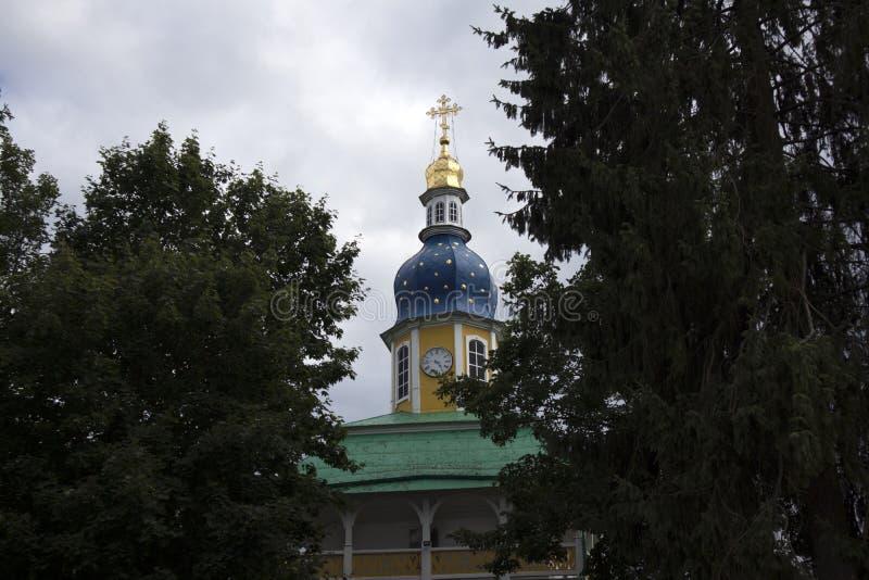 Capela do século XVIII no território do monastério ortodoxo velho imagens de stock