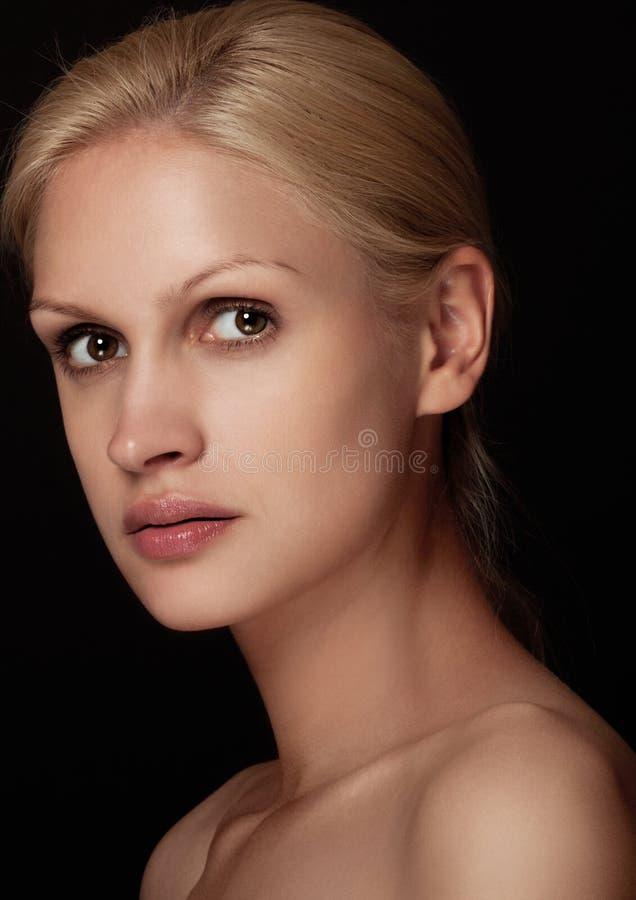 Capelli bianchi del modello naturale di trucco del ritratto di bellezza fotografie stock