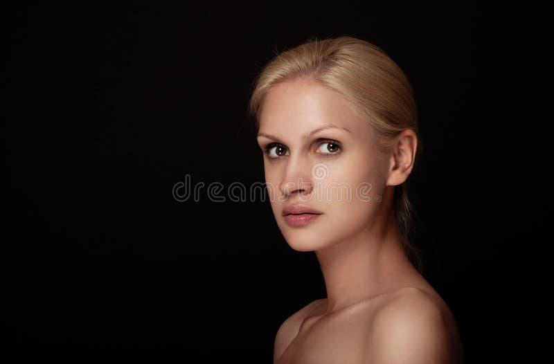 Capelli bianchi del modello naturale di trucco del ritratto di bellezza immagini stock libere da diritti