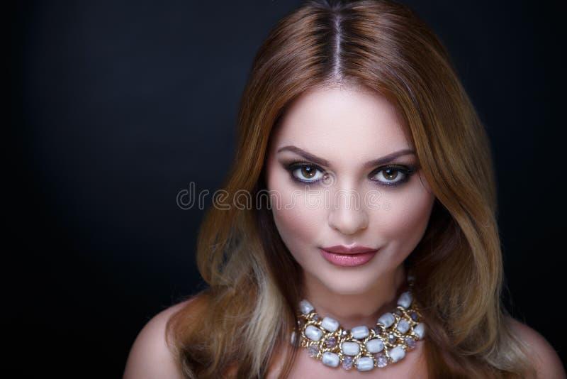 Capelli dell'oro della donna fotografia stock