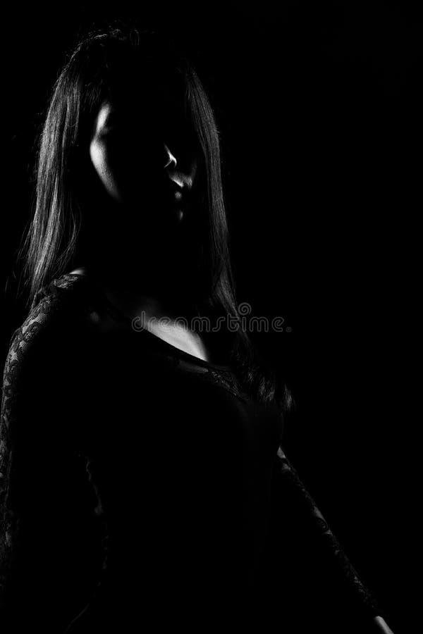 Capelli diritti del nero asiatico esile della donna della siluetta fotografie stock