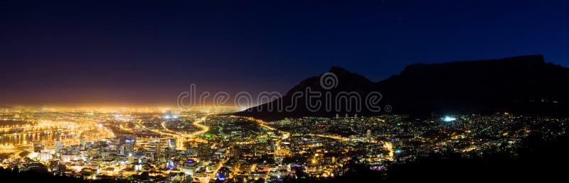 Capetown na noite foto de stock royalty free