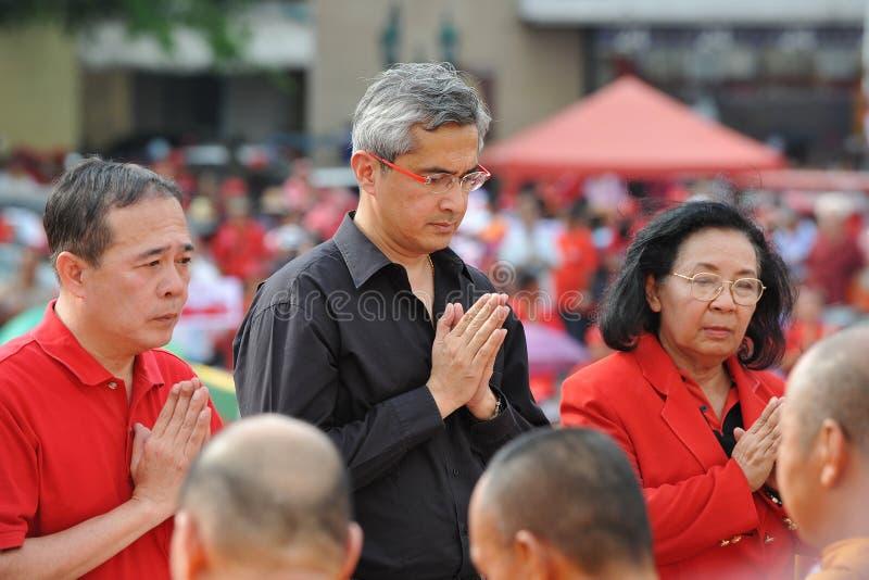 Raduno rosso della camicia a Bangkok immagini stock