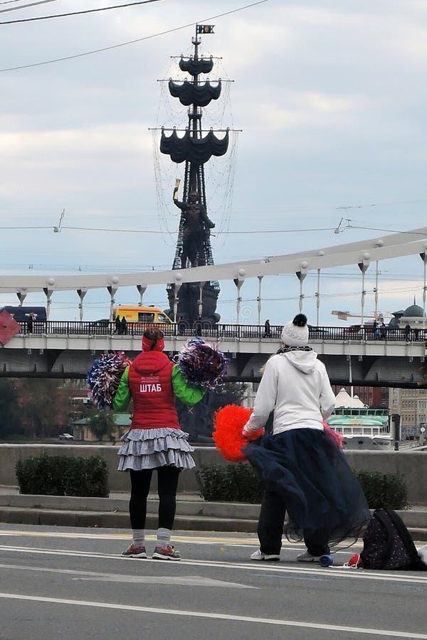 Capi di acclamazione alla maratona di Mosca fotografie stock