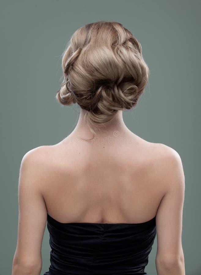Capi e le spalle appoggiano l'immagine di un giovane fotografie stock libere da diritti