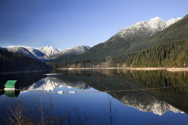 Capilano Vorratsbehältersnowy-Berge Vancouver stockbild