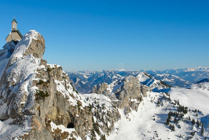 Capilla alpina y panorama II foto de archivo