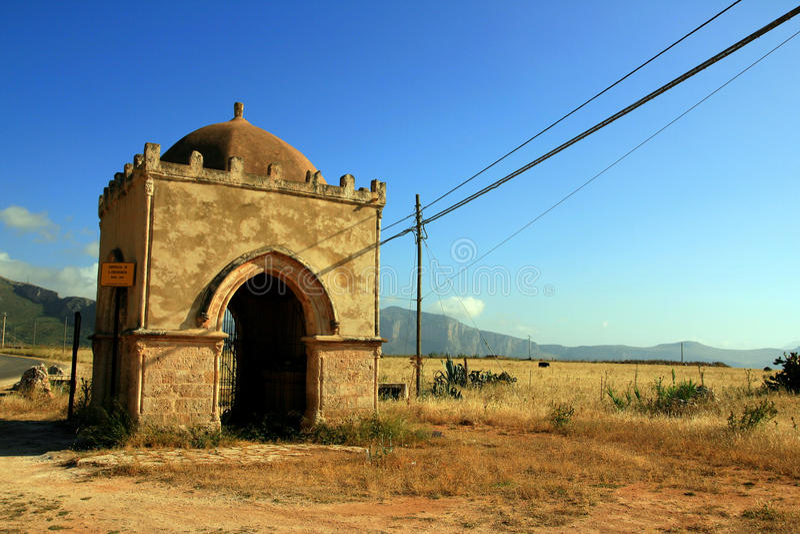 Capilla antigua del país en Sicilia. Italia fotos de archivo