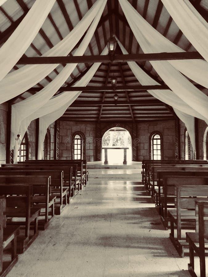 capilla Boda landelijke iglesia van rustico Uitstekende naturaleza stock afbeelding