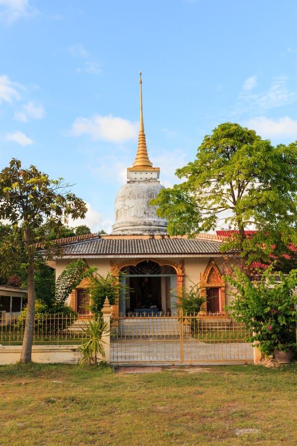 Download Capilla De Lung Po Pra Sad Pond En Wat Ban Dong En Tailandia Foto de archivo - Imagen de religión, antiguo: 42442526