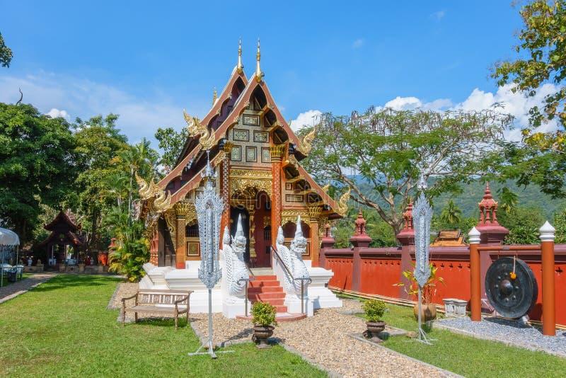 Capilla del estilo de Lanna en Wat Ban Pong Temple en el distrito de Hang Dong imágenes de archivo libres de regalías